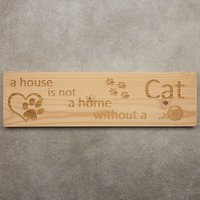 CutterTeam: Massief houten Tekst Bord: A house is not a home without a cat (Pootjes Hartje Bol Wol)