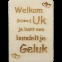 CutterTeam: Houten Kaart A6: Welkom kleine uk je bent een bundeltje geluk (hartjes)