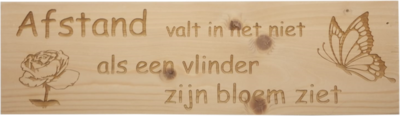 MemoryGift: Massief houten Tekst Bord: Afstand valt in het niet als een vlinder zijn bloem ziet (Bloem Vlinder)